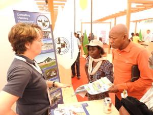 4 Hoher Besuch mit Fachkunde. Dr. Evelyn  ist die Präsidentin des Weltbauernverbandes