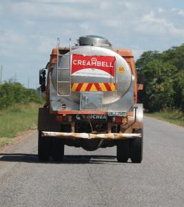 9 Die Milcherfasssung benötigt Strassen. Nur 20% des landes haben Asphaltstrassen